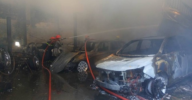 Hàng loạt xe siêu sang Bentley bị thiêu rụi trong hỏa hoạn ở Sài Gòn