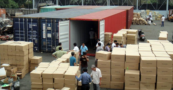 Để lọt 10 container hàng lậu, nguyên cán bộ hải quan lãnh 3 năm tù treo