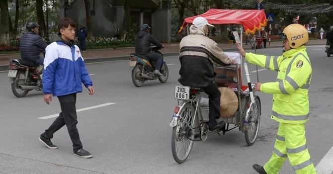 TS. Nguyễn Xuân Thủy: Người đi bộ coi không ai được động đến mình?