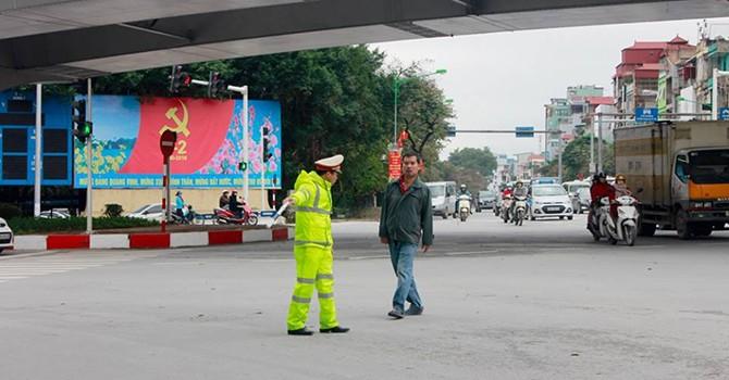 """Chính thức """"mạnh tay"""" xử phạt người đi bộ vi phạm giao thông"""
