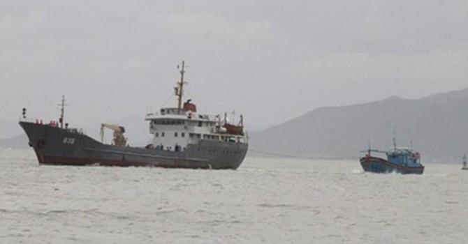 Cứu nạn tàu cá cùng 5 ngư dân bị trôi dạt trên biển