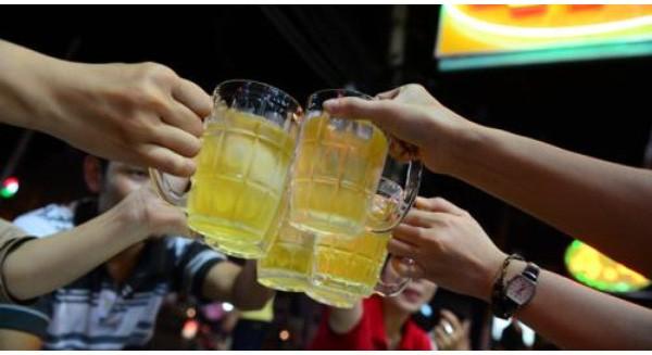 Uống sữa tiếp khách thay rượu, bia: Nói cho vui