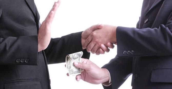 Cần cơ chế giám sát quyền lực công chống tham nhũng