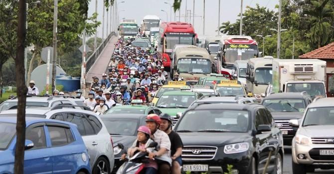 Bến xe Miền Đông kẹt cứng vì người dân ồ ạt về quê
