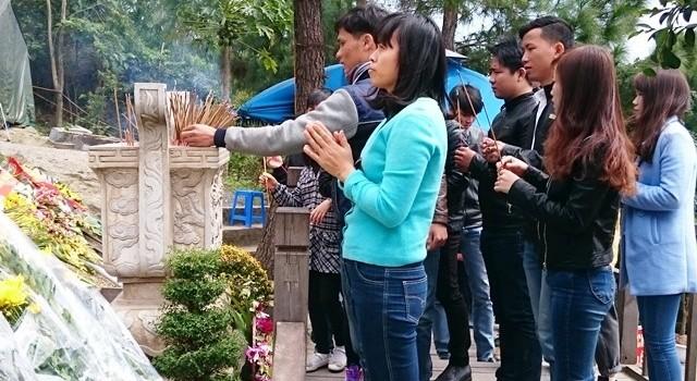 Hàng chục ngàn người dân cả nước về viếng mộ Đại tướng Võ Nguyên Giáp
