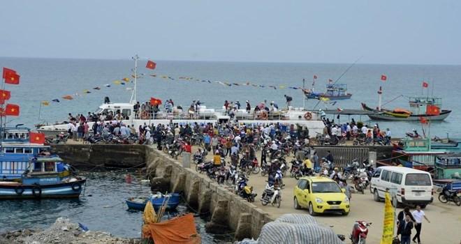 Biển động, hàng ngàn người dân và du khách mắc kẹt ở đảo Lý Sơn