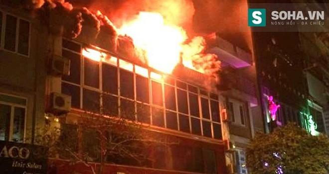 Buýt Cafe cháy lớn, hoàng trăm người hoảng loạn trong đêm