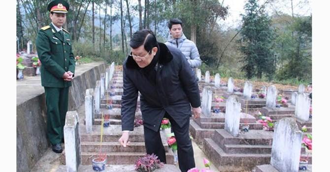 Chủ tịch nước dâng hương tưởng niệm những liệt sỹ bảo vệ biên giới phía Bắc