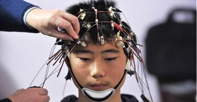 """Trong tương lai, học hành sẽ đơn thuần chỉ là cắm thiết bị vào đầu và """"tải về""""?"""