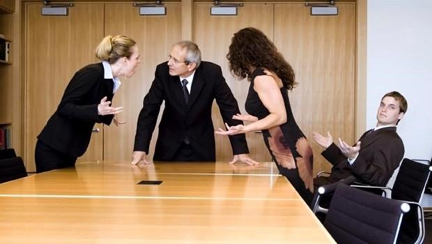 """Ứng xử với đồng nghiệp """"dở chứng"""""""