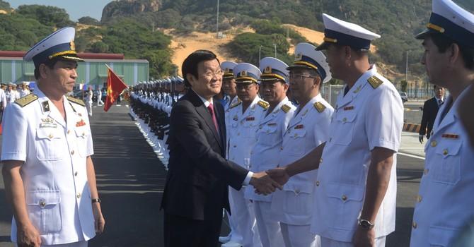 Khai trương Cảng quốc tế Cam Ranh, đón tàu quân sự, tàu khách
