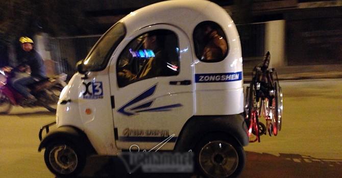 Ô tô điện mini bị cấm vẫn bon bon lượn phố Hà Nội