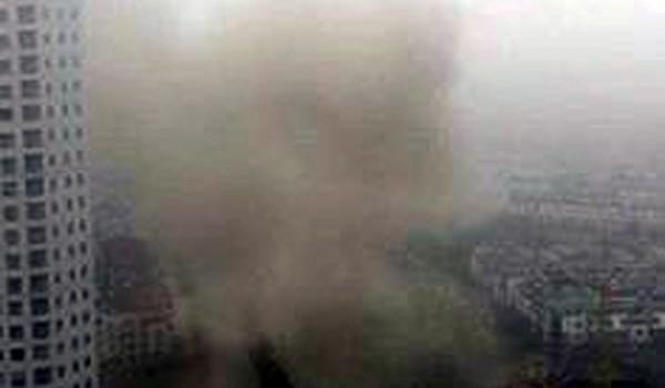 """Hà Nội: Tiếng nổ lớn như """"bom"""" ở khu dân cư, nhiều người hốt hoảng"""