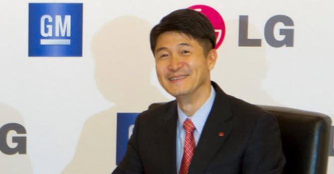 """CEO LG """"dìm hàng"""" iPhone SE"""