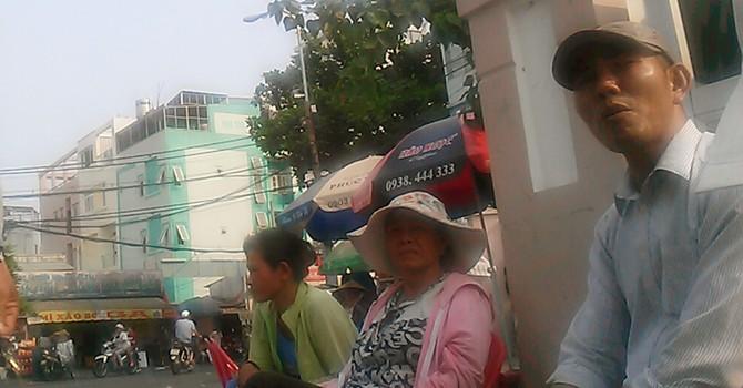 Sập cầu Ghềnh: Cò vé ga Sài Gòn gọi khách trong... vô vọng