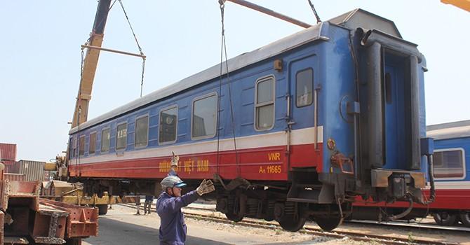 Sau sự cố cầu Ghềnh: Những toa tàu khổng lồ được chuyển khỏi ga Sài Gòn