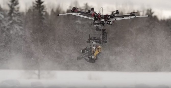 [Video] UAV - Sát thủ mang cưa xăng tiêu diệt người tuyết