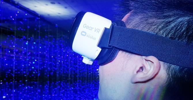 """Bán kính thực tế ảo, tiện thể khuyến mãi kho phim """"đen"""""""
