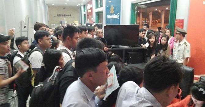 """Jetstar cho khách """"qua đêm"""" tại sân bay Phú Bài"""