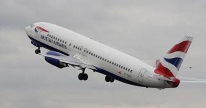 Máy bay Anh chở 137 người va chạm UAV lúc hạ cánh