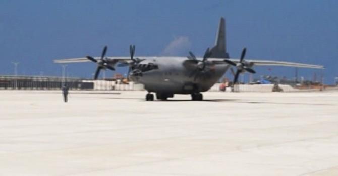 Phi cơ quân sự Trung Quốc hạ cánh phi pháp xuống đá Chữ Thập