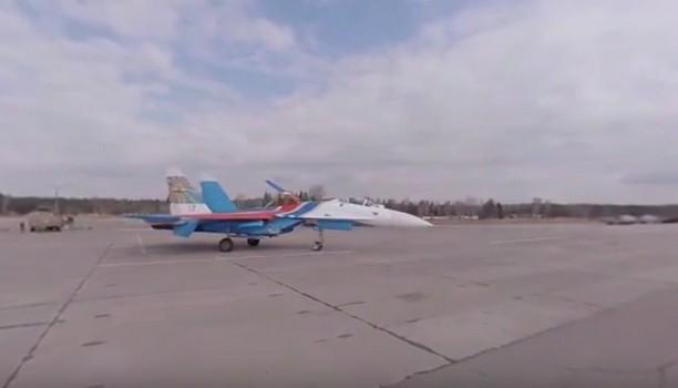 [Video] Thử cảm giác làm phi công lái Su-27 tập duyệt cho buổi diễu hành Chiến thắng