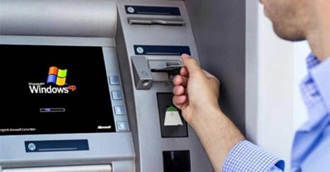 Vì sao máy ATM dễ bị tin tặc tấn công?