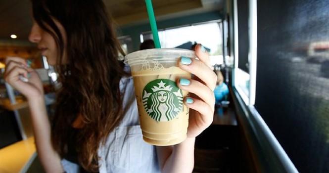 Starbucks bị kiện đòi 5 triệu USD vì cho nhiều đá vào cà phê