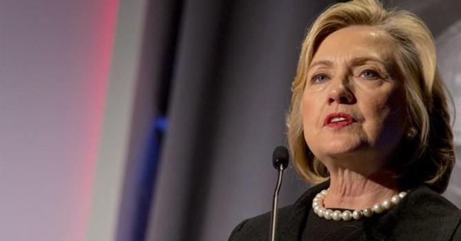 """Hillary Clinton gọi Donald Trump là """"khẩu pháo dễ tịt ngòi"""""""
