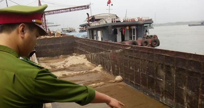 Cát tặc tiếp tục hoành hành trên sông Hồng