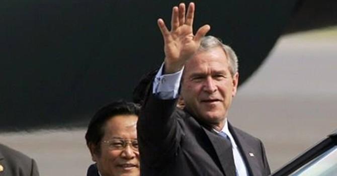"""Lần """"phá rào"""" an ninh của tổng thống Bush khi thăm Việt Nam"""