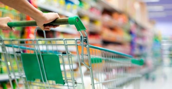 Người tiêu dùng toàn cầu đang muốn giữ tiền thay vì chi tiêu