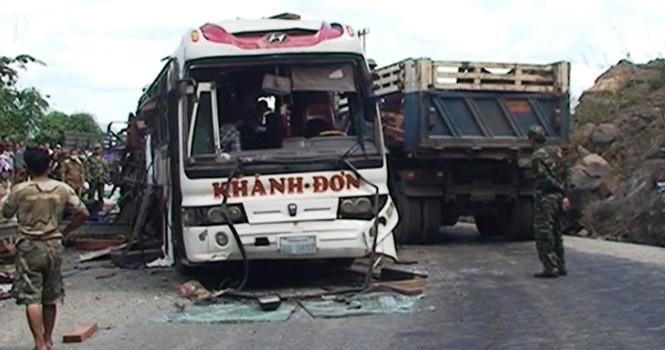 Khoảng 2 tạ pháo trên xe khách đã phát nổ khiến 8 người chết