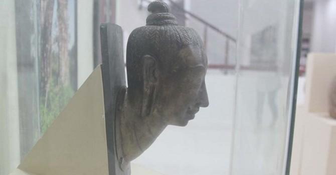 Tìm thấy đầu tượng vàng cổ của Vương triều Champa trong đống phế liệu