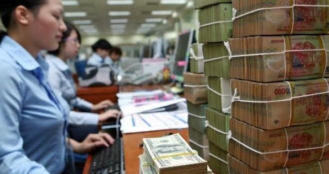 Làm ngân hàng: Trong chán, ngoài thèm?