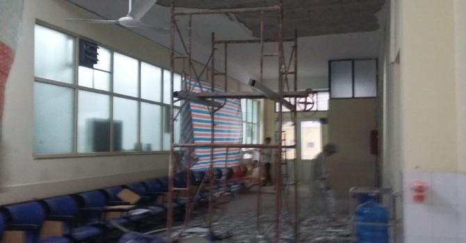 Vữa trần Bệnh viện Nhi Trung ương sập trúng đầu bệnh nhân