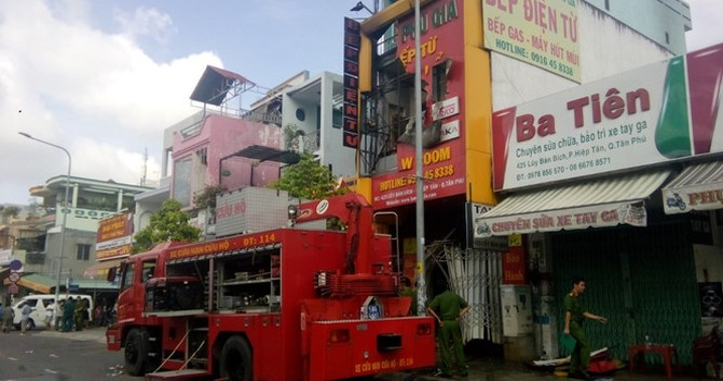 TP. HCM: Cháy lớn ở showroom làm 4 người thiệt mạng