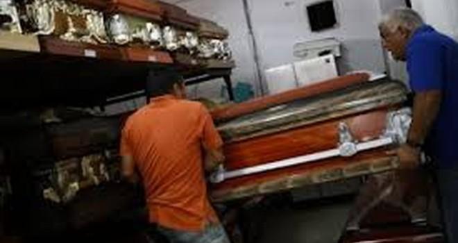 Ở Venezuela, nhiều người không có cả tiền mua quan tài cho người chết!