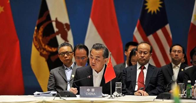 """Báo Singapore: Trung Quốc """"thô lỗ, ngạo mạn"""" với các Ngoại trưởng ASEAN"""