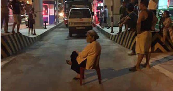 Dân lại chặn xe phản đối chủ đầu tư BOT cầu Việt Trì