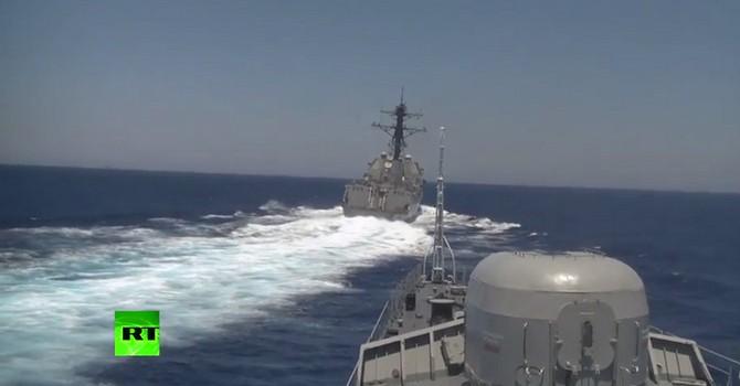 Báo Nga công bố Video tàu Mỹ tiến áp sát tàu Nga trên Địa Trung Hải