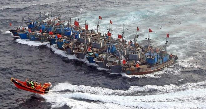 Hàn Quốc lắp 80 khối đá nhân tạo ngăn Trung Quốc đánh cá trộm