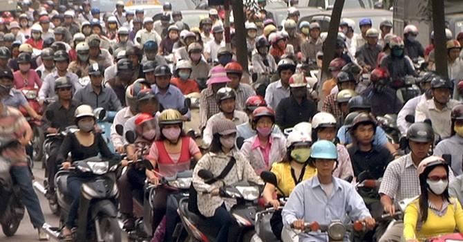Cấm xe máy ở Hà Nội bất cập ra sao?