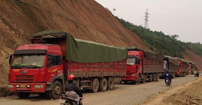 Xe quá tải Trung Quốc tràn vào Việt Nam