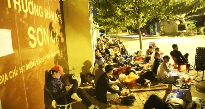 Phụ huynh Sài Gòn trắng đêm xếp hàng xin học mẫu giáo cho con