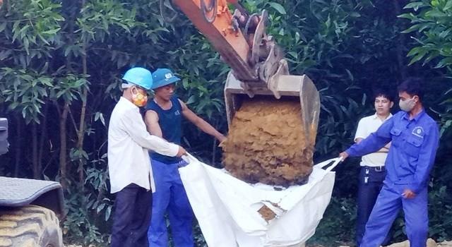 Bất ngờ di dời hơn 100 tấn bùn thải của Formosa ra khỏi vườn tràm