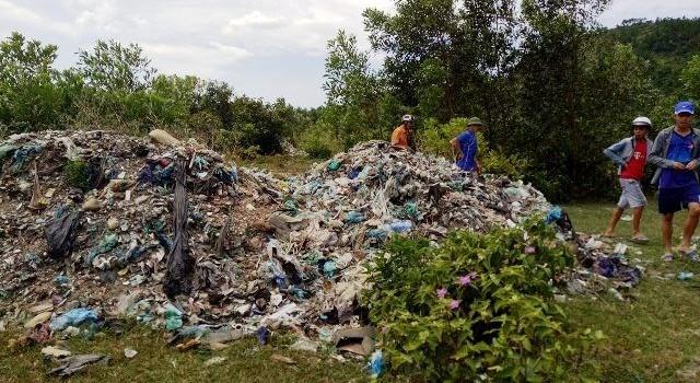 """Sau xả thải xuống biển, Formosa tiếp tục """"đổ trộm"""" rác vào rừng"""