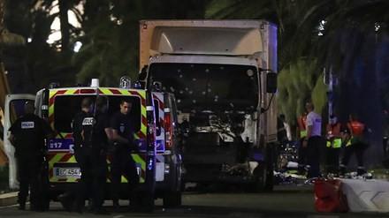 Khủng bố đẫm máu ở Pháp, ít nhất 73 người thiệt mạng