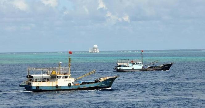 Tàu cá Trung Quốc, Đài Loan đổ xuống Trường Sa