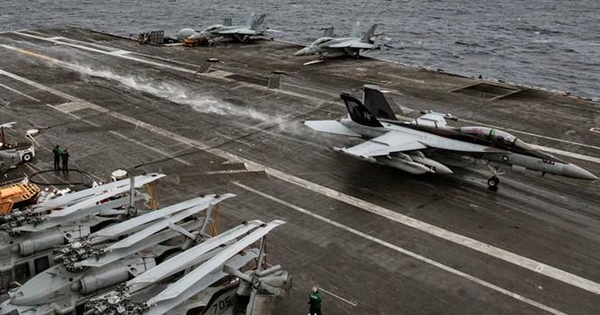 Thăm Trung Quốc, Tư lệnh Hải quân Mỹ tuyên bố tiếp tục tuần tra Biển Đông